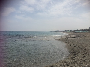 Am Strand (Flutsaum kieselig)