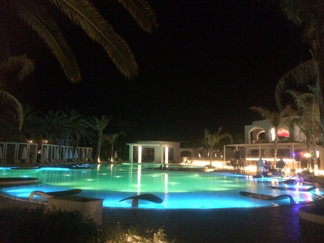 Traumhaft beleuchteter Confetti-Pool
