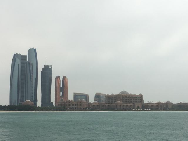 Blick von der Corniche von Abu Dhabi
