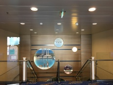 Treppenhaus auf der Mein Schiff 4