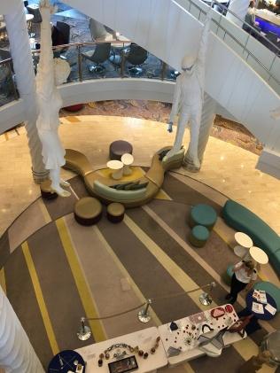 Blick von Deck 5 zur Reception