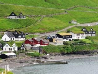 Ein Dorf auf der Insel Vagar